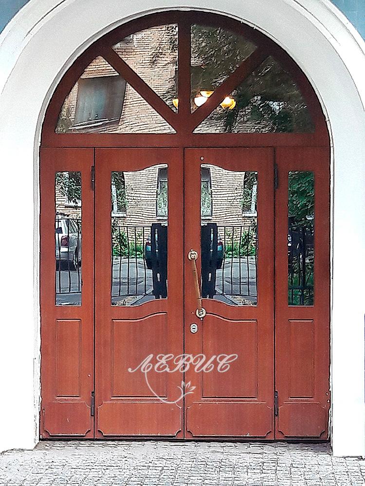 арочные двери входные в москве