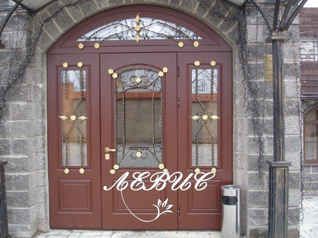металлические входные двери в загородный дом в клинском районе